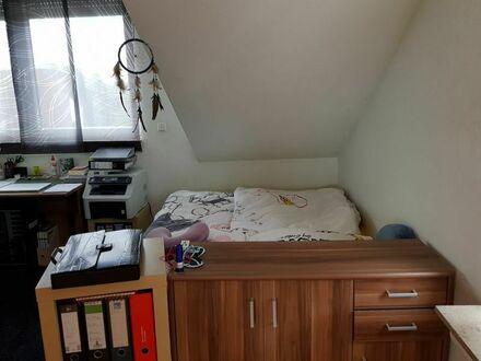 Top gepflegte 1 Zimmer Dachgeschossappartement , in sehr guter Wohnlage in Düsseldorf - Eller