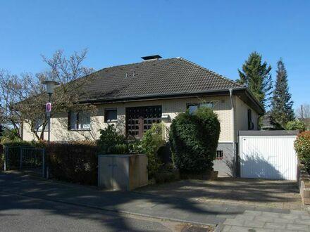 Freistehendes Einfamilienhaus mit großzügiger Büro-/Einliegereinheit mit sep. Eingang in ruhiger Wohnlage, am Ende einer…