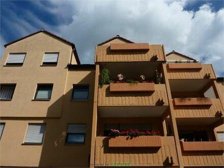 Helle 3-Zimmer Wohnung! Großer Wohn-Essbereich und Balkon!