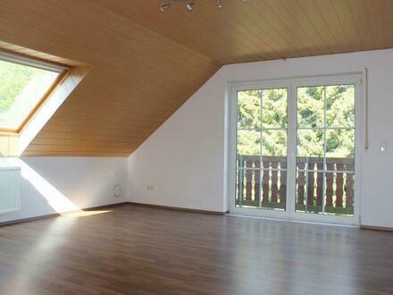 Gepflegte 3 Zimmer-Dachgeschosswohnung mit Balkon