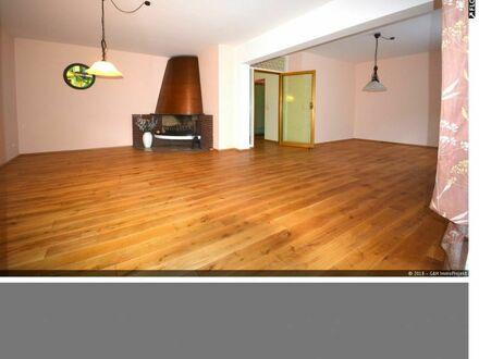 Großzügige und sehr gepflegte 2 Zimmerwohnung mit Kamin in Zweifamilienhaus in Beuel
