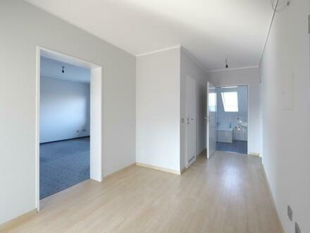 3 Zi. Wohnung im 1.OG mit zwei Balkonen im Grünen