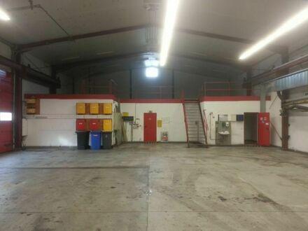 Hochwertige Produktionshalle (5 to Krahn) mit Büros in Gewerbegebiet mit guter Anbindung