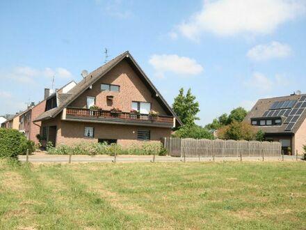 **Großes Einfamilienhaus voll unterkellert in grüner ruhiger Lage von Rheindahlen!