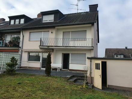 ***3-Familien-Haus mit Garage und wunderschönem Garten in Porz-Zündorf***