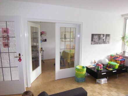 Stadtmitte-Süd am Wstfalenpark! Wohnung im 1. Obergeschoss mit Süd-Loggia !