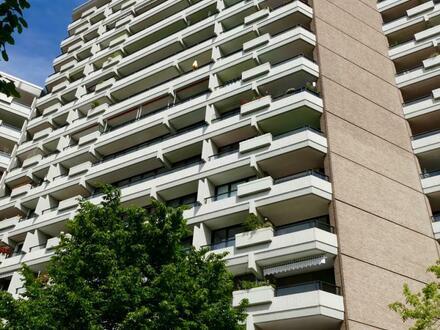 Individuell geschnittene, helle 3-Raum-Wohnung mit 2 Balkonen in Rheinnähe