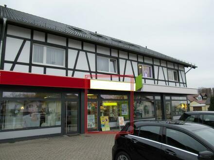 Vielseitig nutzbares u. sehr verkehrsgünstig gelegenes Ladenlokal mit großer Schaufensterfront in sehr zentraler Lage von…