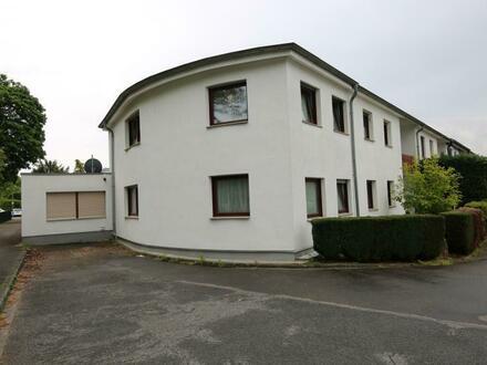 Hier möchten Sie wohnen! Grosses, saniertes Ein-Zweifamilienhaus auf schönem Eckgrundstück in ruhiger, trotzdem zentraler…
