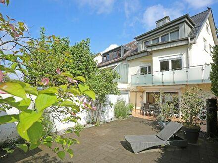 JA, zum TOP sanierten Zweifamilienhaus mit Garage in Düsseldorf - Urdenbach!