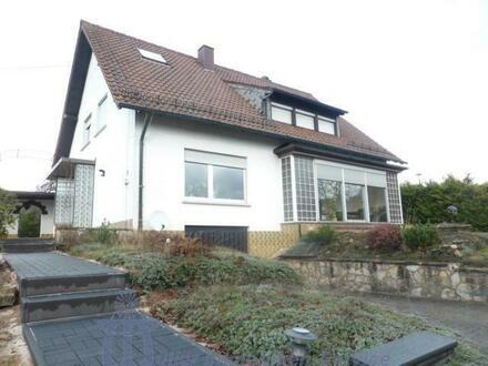 Gepflegtes freistehendes 2- bis 3-Familienhaus in Bechhofen