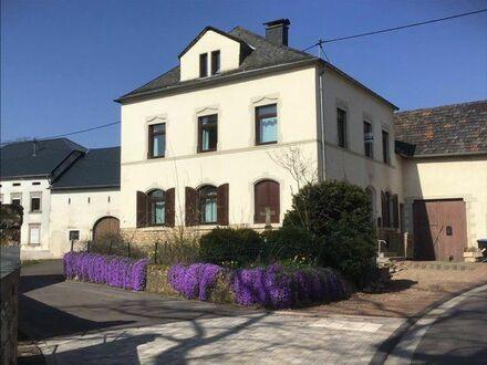 Wincheringen-Bilzingen: Stilvolles Landhaus der Jahrhundertwende zur Miete, liebevoll renoviert, ideal für Familie oder Monteure,…