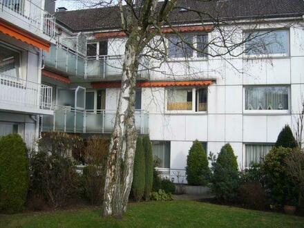 Renovierte & helle 2 Raum Wohnung mit Balkon in ruhiger Seitenstraße, weißes Duschbad