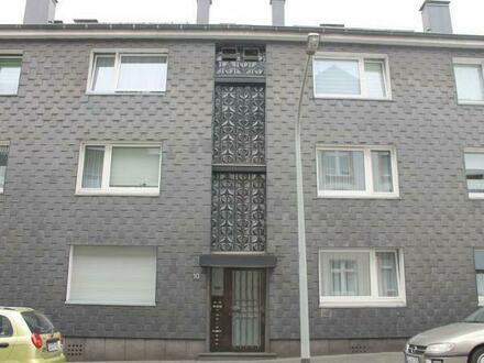 Helle 1,5 Raum Wohnung in gepflegtem Haus in ruhiger Seitenstraße , Single Küche , schmaler Balkon