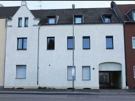 Eine Wohnung : viele Möglchkeiten, großer Wohnraum , Kamin , 2 Bäder , EBK , Erdgeschoss