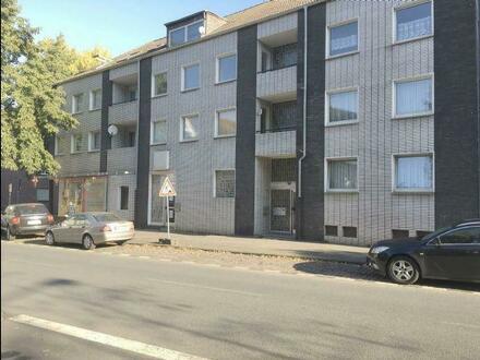 Helle & renovierte 3 Raum Wohnung mit Balkon in ruhigem 5 Parteien Haus