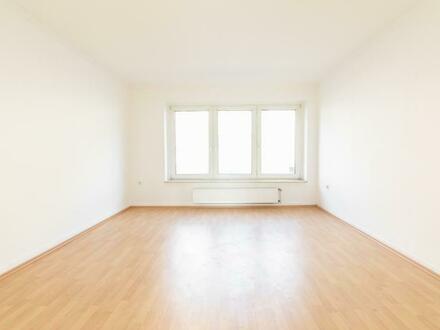 *verkauft* Schöne renovierte 2,5 Zi. Wohnung, frei gezogen, plus Garage