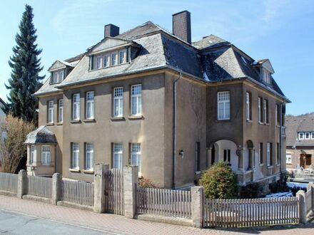 Historische Stadtvilla Prior mit einem Mansarddach im Reformstil