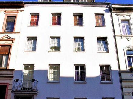 Krefeld: Solides Mehrfamilien-Haus im Zentrum Krefelds in ruhiger Lage