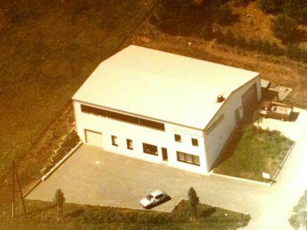 Halle mit Photovoltaikanlage in gut frequentierter Lage zu verkaufen!