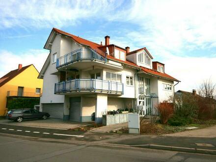schnucklige Dachwohnung mit großer, sonniger Terrasse & Garagen-Stellplatz in Neustadt