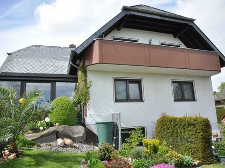 Helle, geräumige Wohnung mit Balkon in einem 2-Familienhaus, gerne an ältere Personen zu vermieten