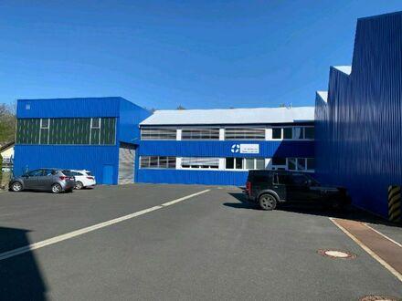 2 Produktions- und Lagerhallen mit Büroräumen und Montagehalle in Top-Lage an der B 256.