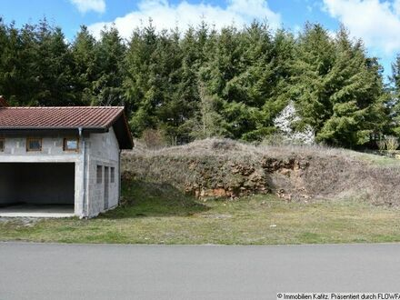 Baugrundstück bebaut mit einer massiven Garage