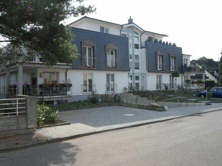 Zentrale Penthouse Wohnung direkt am Rhein