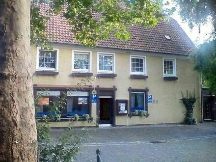 Haus mit 2 Wohnungen, 1 Büro in direkter Innenstadtlage von Ahlen mit 4 Parkplätzen, Garten, alter Brunnen im Haus, 150 m…