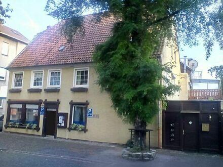 Haus mit 2 Wohnungen, 1 Büro in direkter Innenstadtlage von Ahlen mit 4 Parkplätzen, Garten, altem Brunnen im Haus, 150 m…