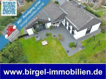 Einzigartiger Eck-Bungalow mit Satteldächern, Keller und Doppelgarage!