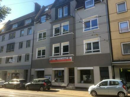 Gut frequentierte Lage an der August-Bebel-Straße! Gepflegte Gewerbefläche für Laden, Büro oder Praxis