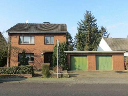 ++ L I E B E N S W E R T ++ Freistehendes Haus mit großem Garten und 2 Garagen - Nähe Toeppersee