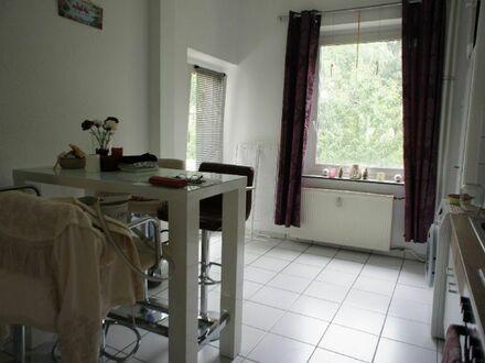 Ruhiglage Deutz!! 2 Zi., Wohnküche, Balkon mit Blick ins Grüne, hohe Decken, Fensterbad mit Wanne!