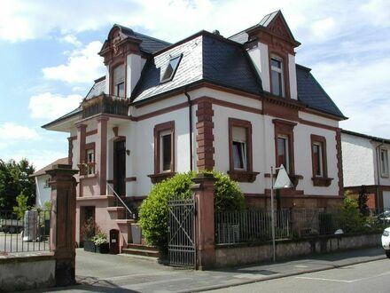Variantenreiches Wohnprojekt: imposante Sandsteinvilla und Baugrundstück im Herzen v. Haßloch