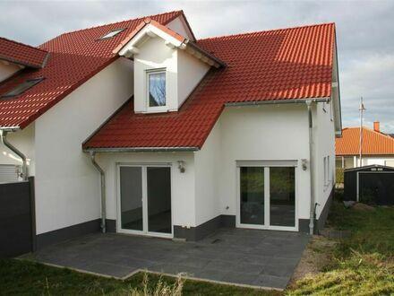 Mayence-Immobilien: Moderne DHH mit Terrasse und Garten! Baujahr 2017! Inkl. PKW-Außenstellplatz!