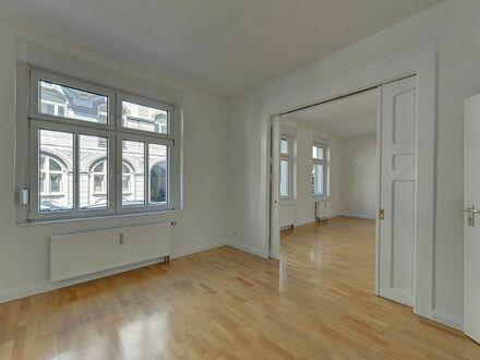 Charmante 3-Zimmer-Erdgeschosswohnung in vollständig saniertem Altbau in zentraler Lage