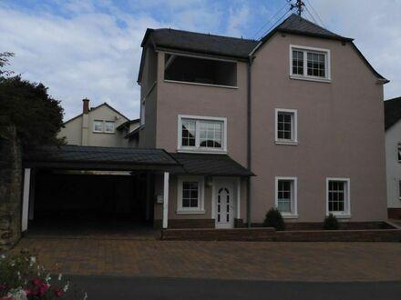 Wohnhaus mit 3 Etagen und Carport