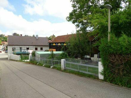 Großzügiges Zweifamilienwohnhaus mit weiterem Bauplatz in Eberspoint