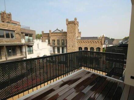 Eine wie keine! Außergewöhnliche DG-Wohnung mit Balkon und teils lichten Raumhöhen von ca. 4 m