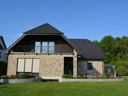 Etagenwohnung mit ausgebautem Dachgeschoss im Zweifamilienhaus - hier bleiben keine Wünsche offen