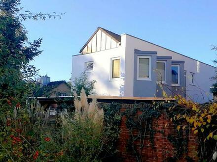 Modernes Einfamilienhaus mit Büro für Individualisten am Schloss Wahn
