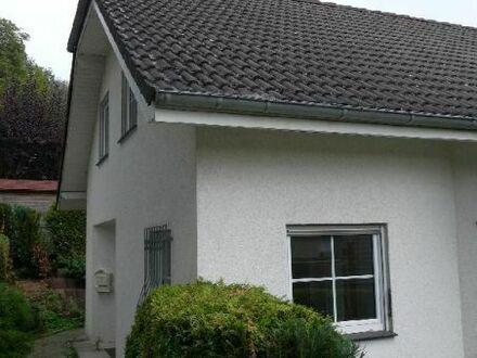 Großzügige 4-Zimmerwohnung mit kleiner Terrasse im Zweifamilienhaus