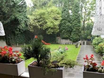 Großzügige 4-Zimmerwohnung mit Balkon und Loggia und Tiefgaragenstellplatz - zentral in W-Barmen