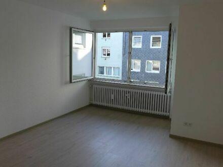 ***Erstbezug nach Sanierung - Top Drei-Zimmer-Wohnung im zentralen Wuppertal-Ronsdorf!***