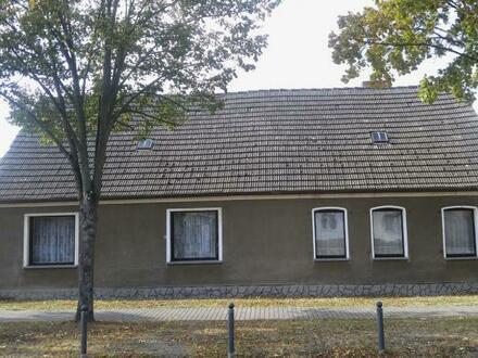 Wohnhaus mit großem Grundstück