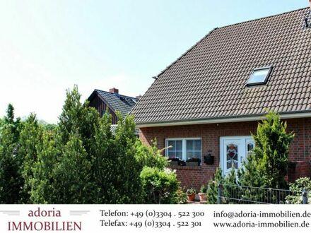 RESERVIERT - Vermietete Doppelhaushälfte mit Garten und Keller in Velten Grün