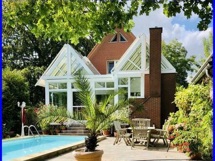 schickes Haus auf großem Grundstück mit Pool und Wintergarten in Rangsdorf