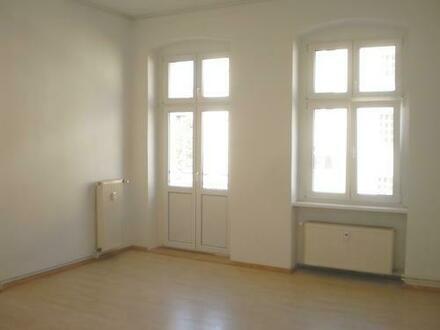 Große, schöne 2 Zimmer- Altbauwohnung